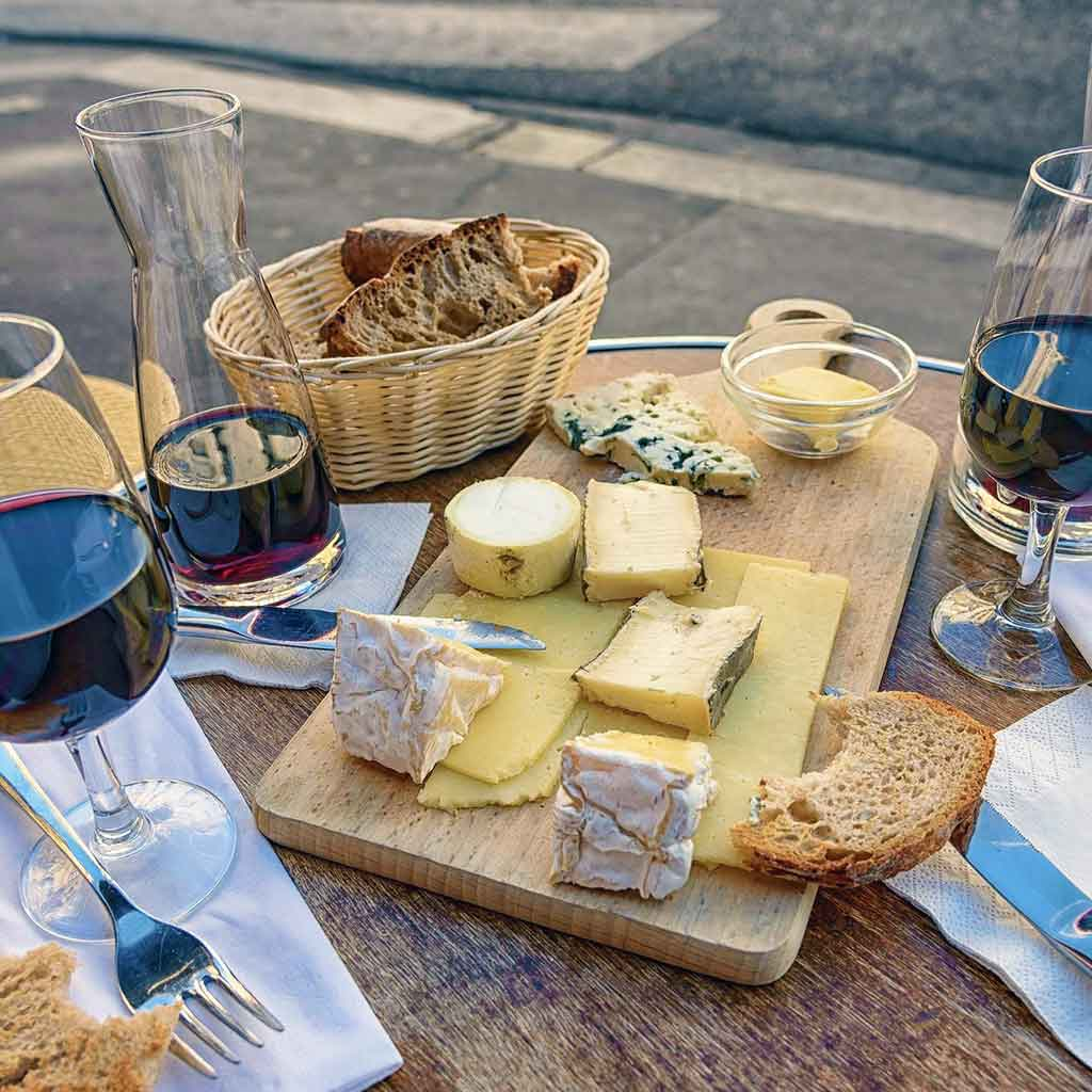 cheese-and-wine-at-tladi-lodge